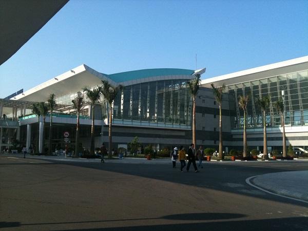 bên ngoài sân bay đà nẵng