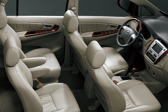 xe ô tô 7 chỗ toyota innova cho thuê